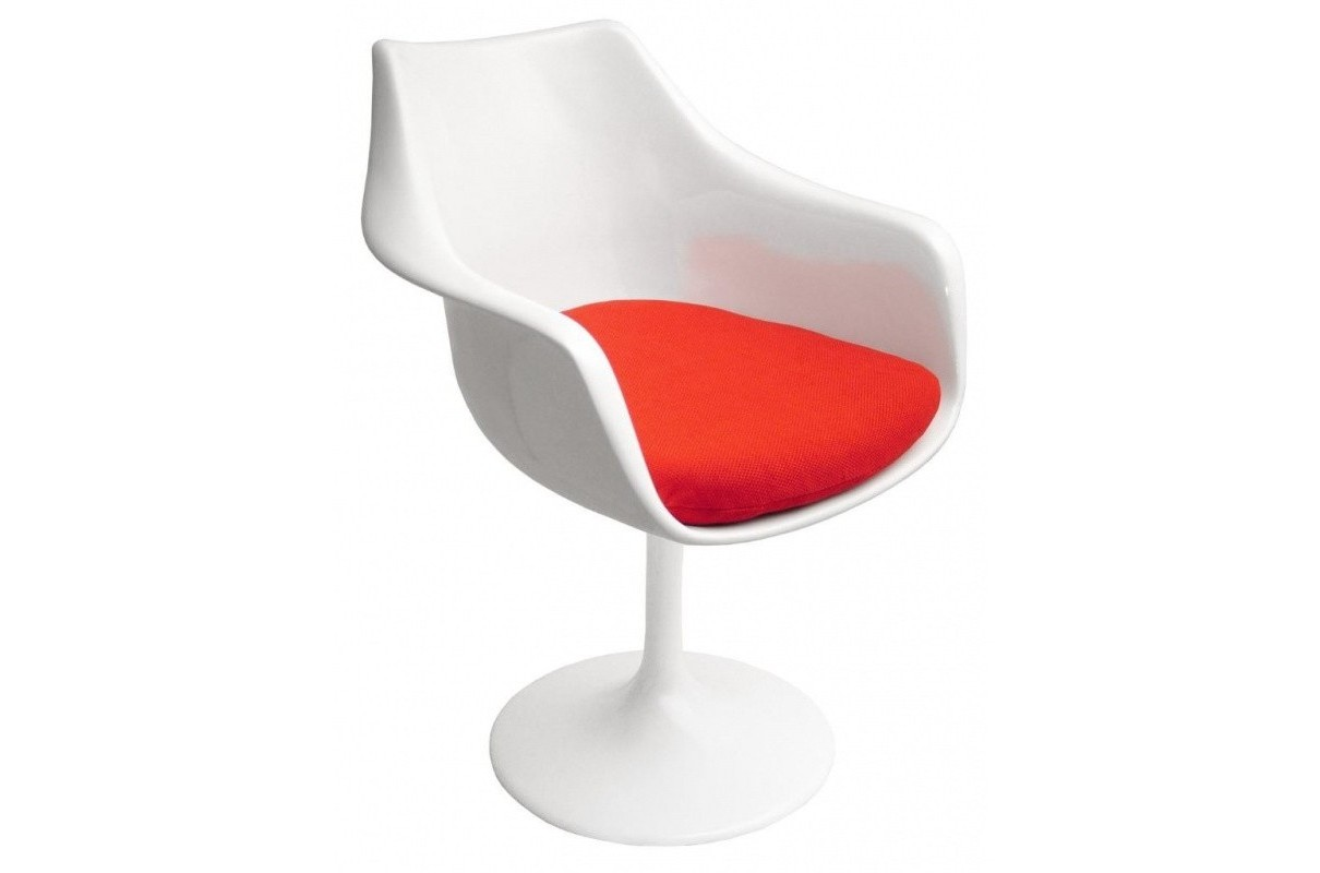 Кресло Tulip ArmchairИнтерьерные кресла<br>Кресло Tulip (Тюльпан) было разработано Ээро Сааринен (Eero Saarinen) в 1956 году для компании Knoll в Нью-Йорке.<br>Оно было разработано в первую очередь как приставное кресло к обеденному столу. Но варианты его использования быстро расширились. В конце 1960-х годов кресло Tulip было использовано и на телешоу Star Trek в Америке и не осталось незамеченным. Это кресло по праву считается классикой промышленного дизайна.<br>Характерной чертой кресла Tulip (как без подлокотников так и с подлокотниками) яляется волнообразная форма раковины, комфортное вращающееся сиденье, выполненное из стеклопластика с мягкой поролоновой подушкой, обтянутой шерстяной тканью. Дополнительную экспрессию придает белое основание, которое лишь на первый взгляд производит впечатление хрупкой конструкции, скрывая под пластиком прочную ножку из литого алюминия.<br>В нашем магазине предлагаются реплики кресла Tulip в разнообразных сочетаниях цветовой гаммы и материалов обивки подушки.<br><br>Material: Металл<br>Ширина см: 48<br>Высота см: 81<br>Глубина см: 58