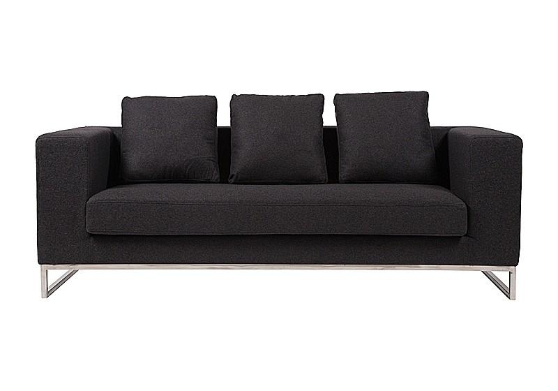 Диван CharlseТрехместные диваны<br>Удобный, практичный диван Charlse выполнен на деревянном каркасе, покрыт кашемировой тканью тёмно-серого цвета, ножки из нержавеющей стали, наполнитель — поролон, декорирован съемными подушками. Такой аксессуар непременно украсит вашу гостиную, привнесет в нее уют, комфорт и шик и добавит яркости и изысканности. Темно-серая обивка, мягкие подушки и стальные ножки делают предмет мебели не только прочным и долговечным, но и неимоверно стильным. На таком диване можно приятно проводить время в компании близких людей или в кругу семьи.<br><br>Material: Текстиль<br>Width см: 208<br>Depth см: 88<br>Height см: 72