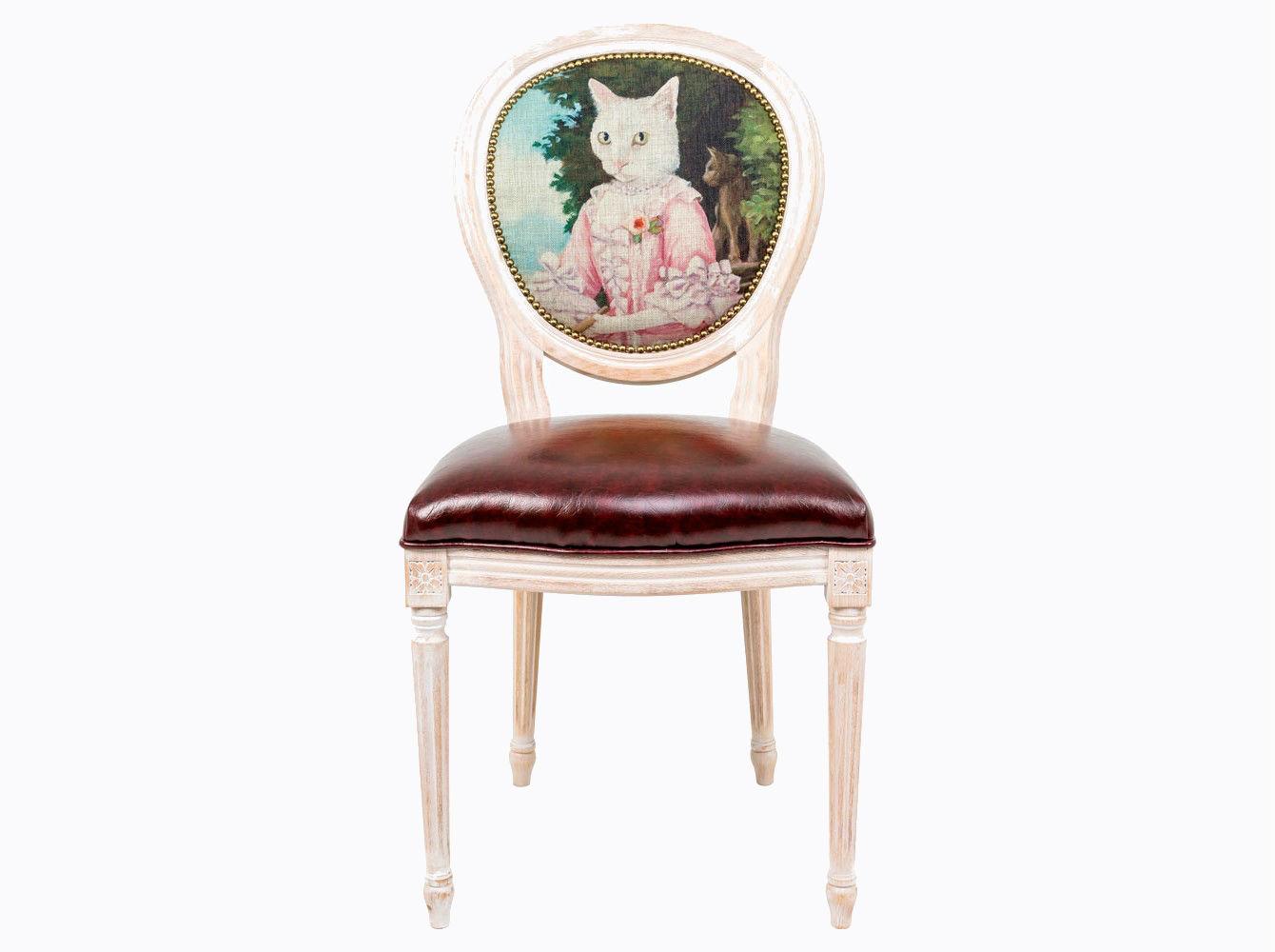Стул «Музейный экспонат», версия 35Обеденные стулья<br>Дизайн стула &amp;quot;Музейный экспонат&amp;quot; создан эффектом экстравагантных контрастных сочетаний. Глянцевое шоколадное сиденье объединилось с шелковистой льняной спинкой, а королевский силуэт эпохи Луи-Филиппа - с рисунком в жанре современного анимализма, подражающего ярким придворным полотнам эпохи Возрождения. <br>Корпус стула изготовлен из натурального бука. &amp;amp;nbsp;По эксклюзивному дизайну &amp;quot;Объекта мечты&amp;quot; корпусы стульев серии &amp;quot;Музейный экспонат&amp;quot; выточены, брашированы и патинированы в Италии. <br>В дизайне &amp;quot;Музейный экспонат&amp;quot; резьба играет ведущую роль: стул украшен вычурными желобками и цветочными узорами, выточенными с ювелирной меткостью. <br>Комфортабельность, прочность и долговечность сиденья обеспечены подвеской из эластичных ремней. Обивка оснащена тефлоновым покрытием против пятен. <br>Не упустите возможности обладания поистине уникальной дизайнерской мебелью, - коллекция &amp;quot;Музейный экспонат&amp;quot; выпущена лимитированными экземплярами. <br>Дизайны от &amp;quot;Объекта мечты&amp;quot; - классические сочетания Вашего интерьера.<br>&amp;lt;div&amp;gt;&amp;lt;br&amp;gt;&amp;lt;/div&amp;gt;&amp;lt;div&amp;gt;Каркас - натуральное дерево бука, обивка сиденья и оборотной стороны спинки - эко-кожа, обивка спинки: 29% лен, 9 % хлопок, 72% полиэстер&amp;lt;br&amp;gt;&amp;lt;/div&amp;gt;<br><br>Material: Дерево<br>Width см: 55<br>Depth см: 50<br>Height см: 95