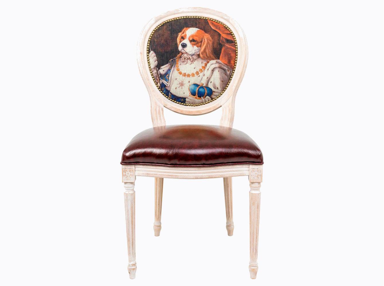 Стул «Музейный экспонат», версия 27Обеденные стулья<br>Стул &amp;quot;Музейный экспонат&amp;quot; - универсальное, но отборное решение гостиной, столовой, спальни, кабинета, холла и детской комнаты. Эклектичное решение обещает Вам соседство этого дизайна со многими классическими и авангардными жанрами, от &amp;quot;ренессанса&amp;quot; до &amp;quot;лофта&amp;quot;. <br>Корпус стула изготовлен из натурального бука. Среди европейских пород бук считается самым прочным и долговечным материалом. По эксклюзивному дизайну &amp;quot;Объекта мечты&amp;quot; корпусы стульев серии &amp;quot;Музейный экспонат&amp;quot; выточены, брашированы и патинированы в Италии. <br>В дизайне &amp;quot;Музейный экспонат&amp;quot; резьба играет ведущую роль: стул украшен вычурными желобками и цветочными узорами, выточенными с ювелирной меткостью.  <br>В угоду моде &amp;quot;шебби-шик&amp;quot;, благородная фактура натурального дерева подчеркнута рукописной патиной. Штрихи старины обладают специфическим обаянием и теплом. <br>Комфортабельность, прочность и долговечность сиденья обеспечены подвеской из эластичных ремней. <br>Обивка спинки оснащена тефлоновым покрытием против пятен.&amp;amp;nbsp;&amp;lt;div&amp;gt;&amp;lt;br&amp;gt;&amp;lt;/div&amp;gt;&amp;lt;div&amp;gt;Каркас - натуральное дерево бука, обивка сиденья и оборотной стороны спинки - эко-кожа, обивка спинки: 29% лен, 9 % хлопок, 72% полиэстер&amp;lt;br&amp;gt;&amp;lt;/div&amp;gt;<br><br>Material: Дерево<br>Width см: 55<br>Depth см: 50<br>Height см: 95