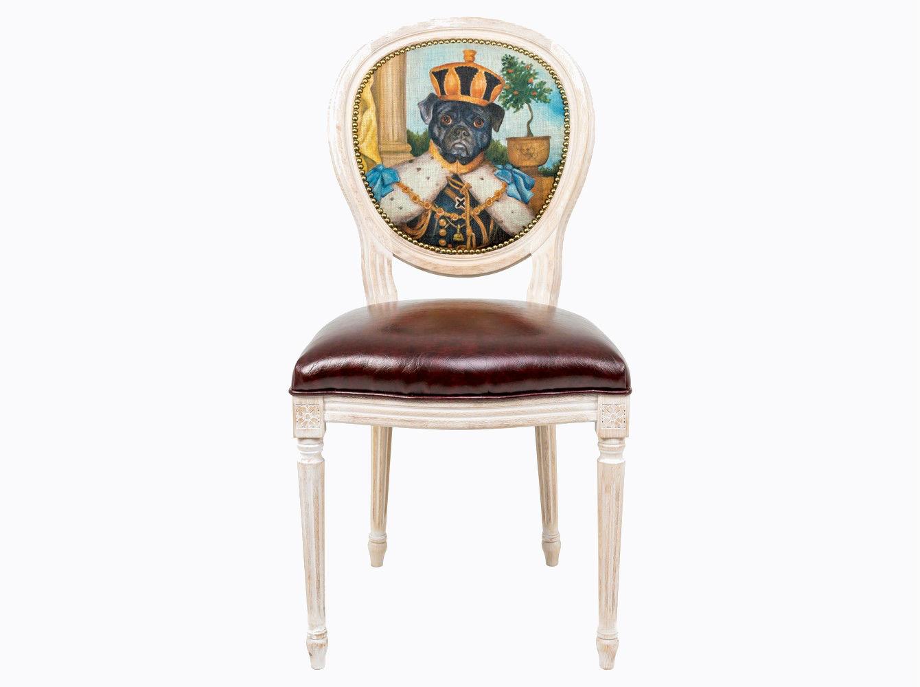 Стул «Музейный экспонат», версия 24Обеденные стулья<br>Стул &amp;quot;Музейный экспонат&amp;quot; - универсальное, но отборное решение гостиной, столовой, спальни, кабинета, холла и детской комнаты. Дизайн стула создан эффектом экстравагантных контрастных сочетаний. Блестящее шоколадное сиденье объединилось со светло-бежевой льняной спинкой, а королевский силуэт эпохи Луи-Филиппа - с рисунком в жанре современного анимализма, подражающего палитрам эпохи Возрождения. Корпус стула изготовлен из натурального бука. Среди европейских пород бук считается самым прочным и долговечным материалом. В дизайне &amp;quot;Музейный экспонат&amp;quot; резьба играет ведущую роль: стул украшен вычурными желобками и цветочными узорами, выточенными с ювелирной меткостью. В угоду моде &amp;quot;шебби-шик&amp;quot;, благородная фактура натурального дерева подчеркнута рукописной патиной. Штрихи старины обладают специфическим обаянием и теплом.<br>Комфортабельность, прочность и долговечность сиденья обеспечены подвеской из эластичных ремней. Обивка спинки оснащена тефлоновым покрытием против пятен.&amp;amp;nbsp;&amp;lt;div&amp;gt;&amp;lt;br&amp;gt;&amp;lt;/div&amp;gt;&amp;lt;div&amp;gt;Каркас - натуральное дерево бука, обивка сиденья и оборотной стороны спинки - эко-кожа, обивка спинки: 29% лен, 9 % хлопок, 72% полиэстер&amp;lt;br&amp;gt;&amp;lt;/div&amp;gt;<br><br>Material: Дерево<br>Width см: 55<br>Depth см: 50<br>Height см: 95