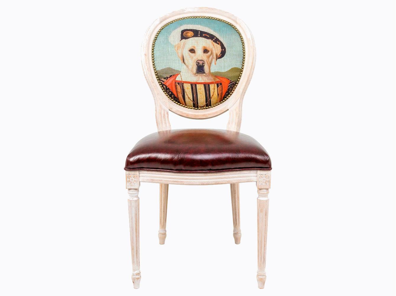 Стул «Музейный экспонат», версия 22Обеденные стулья<br>Стулья с овальными спинками - закон симметричной гармонии окружающего пространства. Овалы идеально рифмуются в интерьере с зеркалами и картинными рамами. Корпус стула изготовлен из натурального бука. Среди европейских пород бук считается самым прочным и долговечным материалом. По эксклюзивному дизайну &amp;quot;Объекта мечты&amp;quot; корпусы стульев серии &amp;quot;Музейный экспонат&amp;quot; выточены, брашированы в Италии. В угоду моде &amp;quot;шебби-шик&amp;quot;, благородная фактура натурального дерева подчеркнута рукописной патиной. Штрихи старины обладают специфическим обаянием и теплом. Комфортабельность, прочность и долговечность сиденья обеспечены подвеской из эластичных ремней. Обивка спинки оснащена тефлоновым покрытием против пятен. Не упустите возможность обладания уникальной дизайнерской мебелью - коллекция &amp;quot;Музейный экспонат&amp;quot; выпущена лимитированными экземплярами.&amp;amp;nbsp;&amp;lt;div&amp;gt;&amp;lt;br&amp;gt;&amp;lt;/div&amp;gt;&amp;lt;div&amp;gt;Каркас - натуральное дерево бука, обивка сиденья и оборотной стороны спинки - эко-кожа, обивка спинки: 29% лен, 9 % хлопок, 72% полиэстер&amp;lt;br&amp;gt;&amp;lt;/div&amp;gt;<br><br>Material: Дерево<br>Width см: 55<br>Depth см: 50<br>Height см: 95