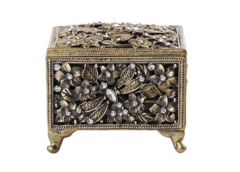 Шкатулка GoldenШкатулки<br>Миниатюрная шкатулка для самых ценных мелочей.&amp;amp;nbsp;<br><br>Material: Олово<br>Width см: 5,6<br>Depth см: 4,7<br>Height см: 5,6