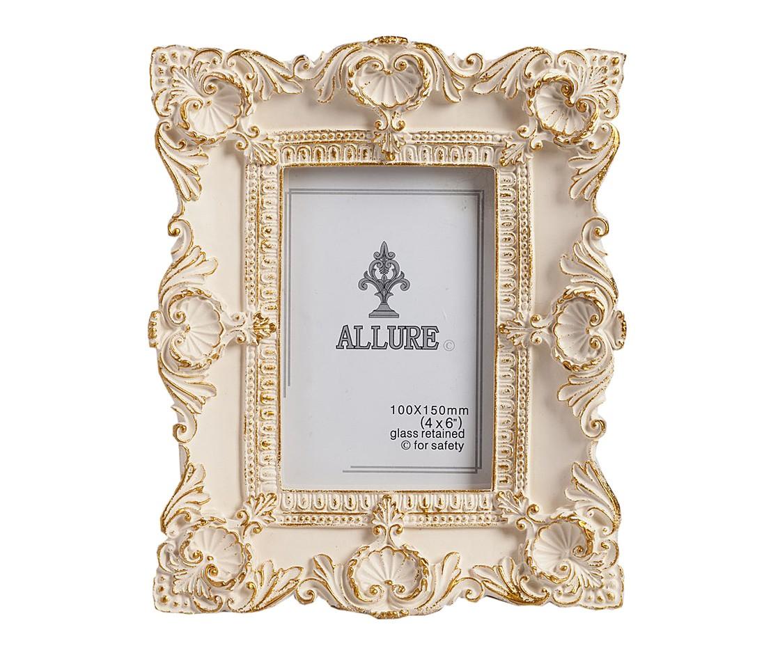 Рамка для фото Elaine SmallРамки для фотографий<br>Фоторамка размером Elaine, изготовленная из полирезина и расписанная золотистой краской, станет главным украшением вашего дома, оформленного как в современном, так и в классическом стиле. Искусная аристократически богатая лепнина придаёт предмету декора особый шарм, очарование и роскошь. Рамка также может стать чудесным подарком дорогому вам человеку.<br><br>Material: Пластик<br>Width см: 19<br>Depth см: 2<br>Height см: 24