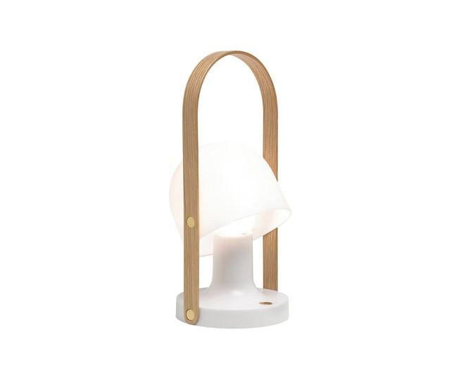 """Портативный светильник FollowMeДекоративные лампы<br>""""Следуй за мной"""" (англ. 'follow me') — приглашает стильный светильник от Marset. Благодаря самодостаточному дизайну и компактным размерам FollowMe придётся кстати в любой обстановке: и в помещении, и на открытом воздухе. Держатель лампы покрыт дубовым шпоном, плафон изготовлен из матового поликарбоната. Светильник укомплектован трёхпозиционным диммером (регулятором мощности), с помощью которого яркость света можно настраивать по желанию. В режиме максимальной интенсивности FollowMe непрерывно светит на протяжении 5 часов, в средней — 10, минимальной — 20. Полный заряд батареи достигается за 10 часов, зарядка осуществляется через USB-порт.&amp;amp;nbsp;&amp;lt;div&amp;gt;&amp;lt;br&amp;gt;&amp;lt;/div&amp;gt;&amp;lt;div&amp;gt;Вид цоколя: LED&amp;lt;/div&amp;gt;&amp;lt;div&amp;gt;Мощность лампы: 3.2W&amp;lt;/div&amp;gt;&amp;lt;div&amp;gt;Количество ламп: 1&amp;lt;/div&amp;gt;&amp;lt;div&amp;gt;Наличие ламп: да&amp;lt;/div&amp;gt;<br><br>Material: Пластик<br>Height см: 28,8<br>Diameter см: 12,3"""