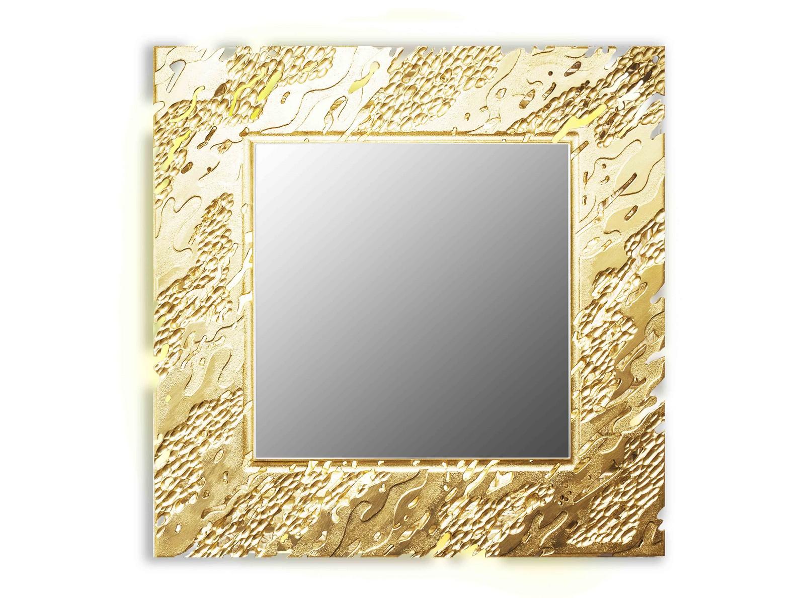 Зеркало REEFНастенные зеркала<br>Ветерок касается воды и солнечные блики играют на ее поверхности. <br>Завораживающая картина, дарящая отдых душе. На нее можно смотреть бесконечно. <br>Резной рисунок на раме зеркал коллекции Reef имитирует рябь на водной глади. <br>Данный вариант представлен в квадратной форме и золотом цвете<br><br>Material: Дерево<br>Width см: 99<br>Depth см: 0,8<br>Height см: 99