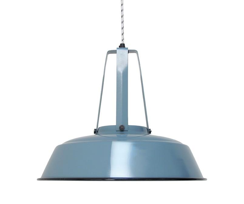 Лампа WORKSHOPПодвесные светильники<br>Индустриальный светильник в ярком исполнении. Черно-белый шнур длиной 2 м. Сборка не требуется<br><br>Material: Металл<br>Height см: 40<br>Diameter см: 45