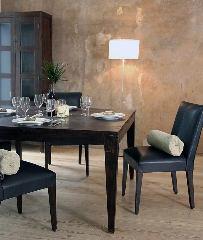Стол обеденный  Catalina 160Обеденные столы<br>Обеденный стол из массива тика со скошенными ножками, сочетает в себе современный вид и красоту натурального тика. Возможен в отделке walnut brown (DT-47-MS-wb) - на заказ и dark brown (DT-47-MS) - есть в наличии<br><br>Material: Тик<br>Length см: 160<br>Width см: 80<br>Height см: 76