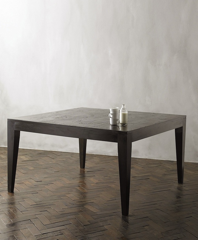 Стол обеденный BataviaОбеденные столы<br>Квадратный обеденный стол из массива тика со скошенными ножками, сочетает в себе современный вид и красоту натурального тика.<br><br>Возможен в отделке: walnut brown (DT-39-MS-wb) - под заказ<br>dark brown (DT-39-MS) - в наличии<br><br>Material: Тик<br>Length см: 140.0<br>Width см: 140.0<br>Depth см: None<br>Height см: 78.0<br>Diameter см: None