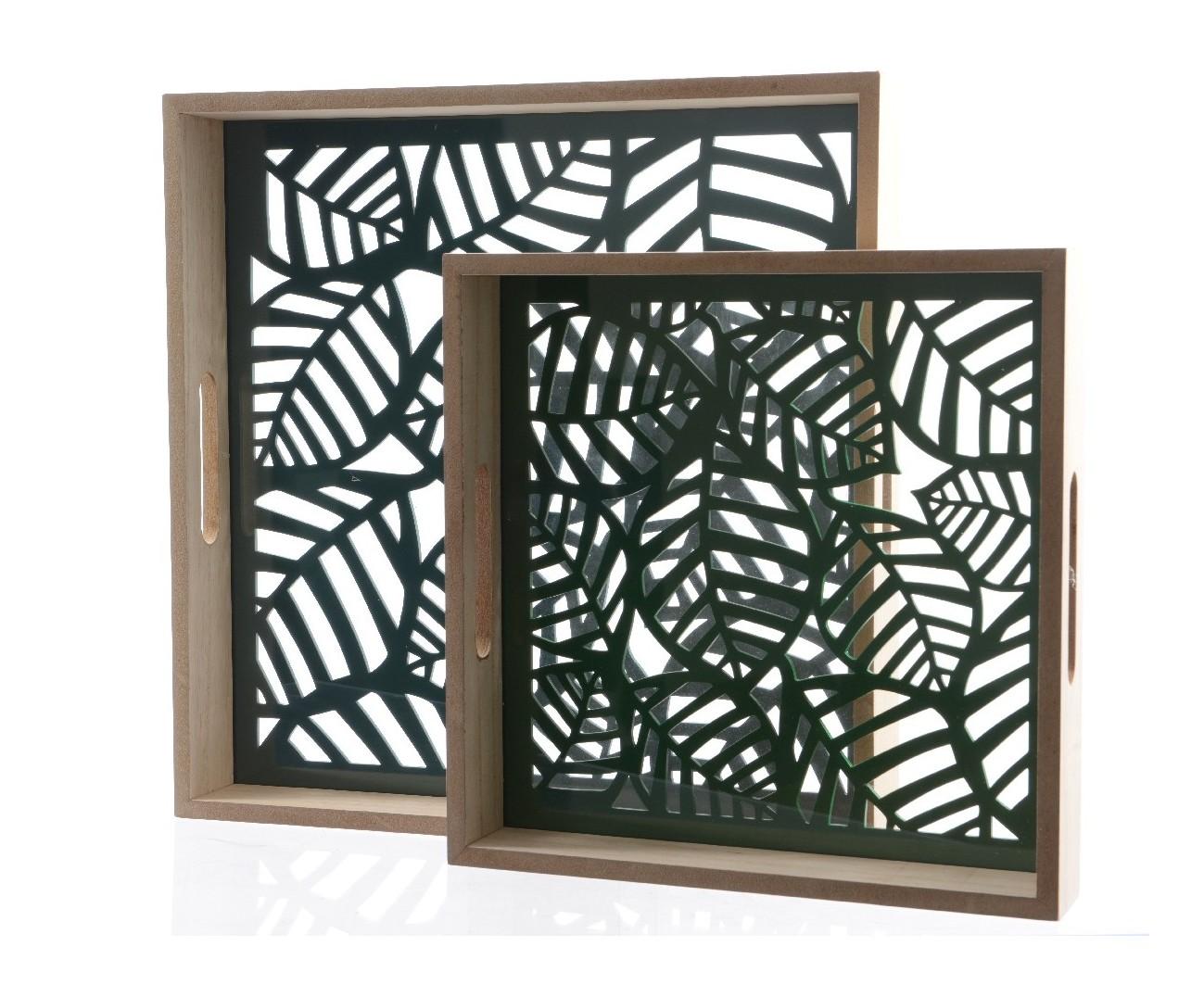 Комплект из двух сервировочных подносов с прорезанными листьямиКухонные наборы посуды<br>Размеры подносов: 36x36x5 см, 28x28x5 см<br><br>Material: МДФ<br>Length см: 36<br>Width см: 36<br>Height см: 5