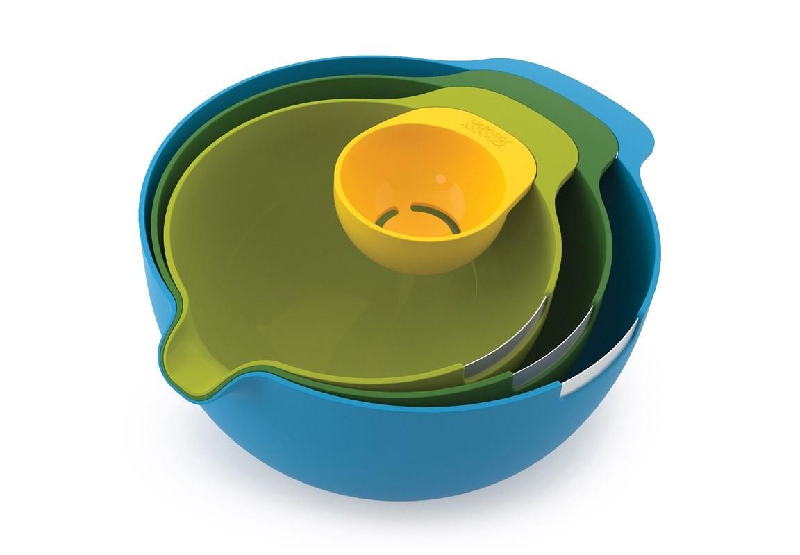 Набор мисок и отделитель белка NestМиски и чаши<br>Набор, ориентированный на любителей выпечки. Каждая из трех мисок (объемом 3,8, 2,4 и 1,4 литра) оснащена специальным стальным краем на ободке для разбивания яиц и носиком для выливания готовой смеси. Также в комплект входит емкость для отделения яичных белков, которую можно прикрепить к краю любой из мисок.<br><br>Все емкости компактно складываются одна в другую, занимая минимум места при хранении.<br><br>Material: Пластик<br>Width см: 33<br>Depth см: 23<br>Height см: 13,5