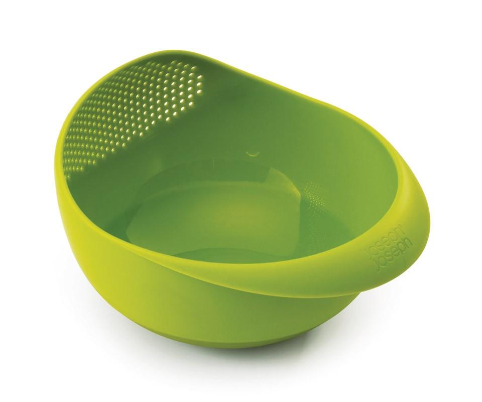 Миска-дуршлаг Prep&amp;serveАксессуары для кухни<br>Миска сочетается с дуршлагом, выполняя сразу несколько функций. Избавляет от необходимости  держать под  рукой сразу множество ёмкостей. Фрукты, овощи, крупы можно промывать водой прямо в миске (для слива достаточно наклонить ее под небольшим углом), а затем — сразу же подавать на стол.  Эргономичные рукоятки обеспечивают дополнительный комфорт, а нескользящее основание — идеальную устойчивость.<br>Можно мыть в посудомоечной машине. Не подходит для использования в микроволновой печи!&amp;lt;div&amp;gt;&amp;lt;br&amp;gt;&amp;lt;/div&amp;gt;&amp;lt;iframe width=&amp;quot;530&amp;quot; height=&amp;quot;315&amp;quot; src=&amp;quot;https://www.youtube.com/embed/it61_1YTEfs&amp;quot; frameborder=&amp;quot;0&amp;quot; allowfullscreen=&amp;quot;&amp;quot;&amp;gt;&amp;lt;/iframe&amp;gt;<br><br>Material: Пластик<br>Width см: 20,7<br>Depth см: 29<br>Height см: 18