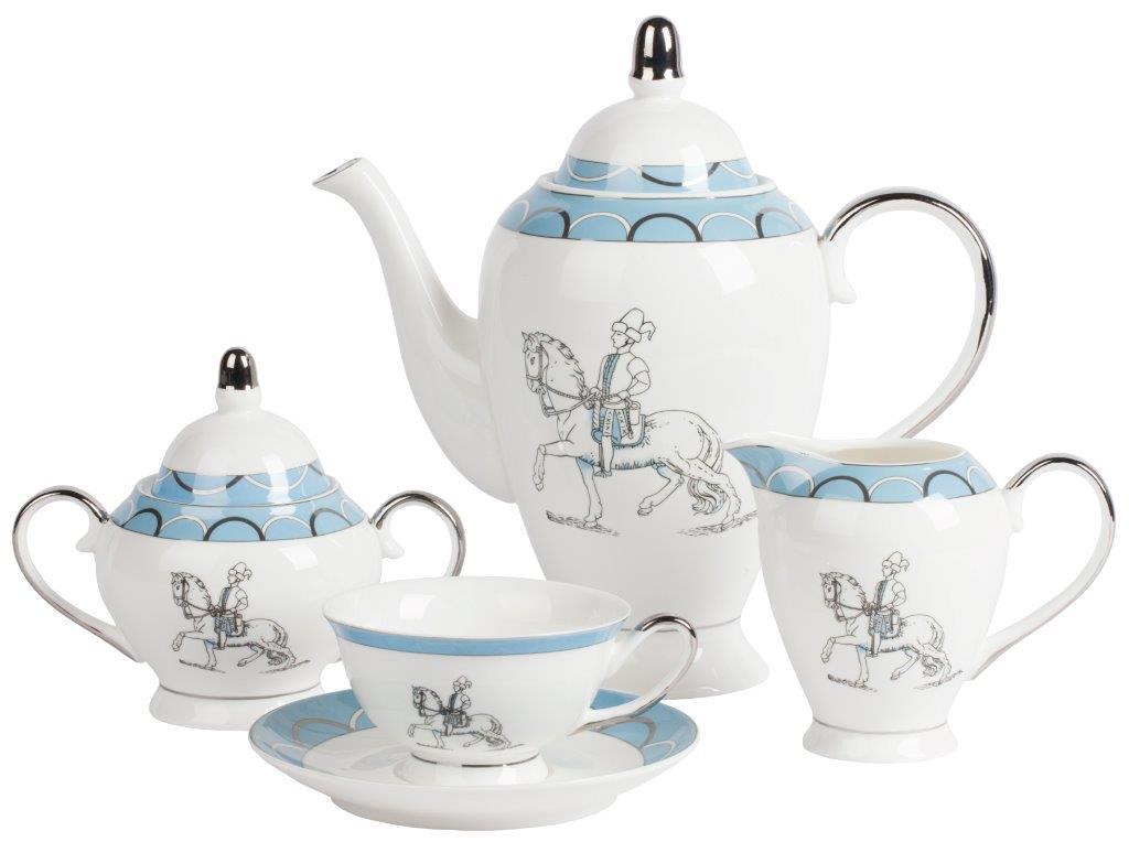 Чайный сервиз CavalierЧайные сервизы<br>Элегантный чайный сервиз Cavalier из тончайшего костяного фарфора с неброским рисунком и голубой окантовкой с орнаментом станет главным украшением чайной церемонии. Он рассчитан на 6 персон и состоит из чайника, 6 чайных пар (чашка и блюдце), молочника и сахарницы. Из этой коллекции в нашем интернет-магазине представлены: чайные пары, комплекты тарелок в двух вариантах расцветок, столовый сервиз на 6 персон.<br><br>Material: Фарфор<br>Width см: 50<br>Depth см: 50<br>Height см: 40