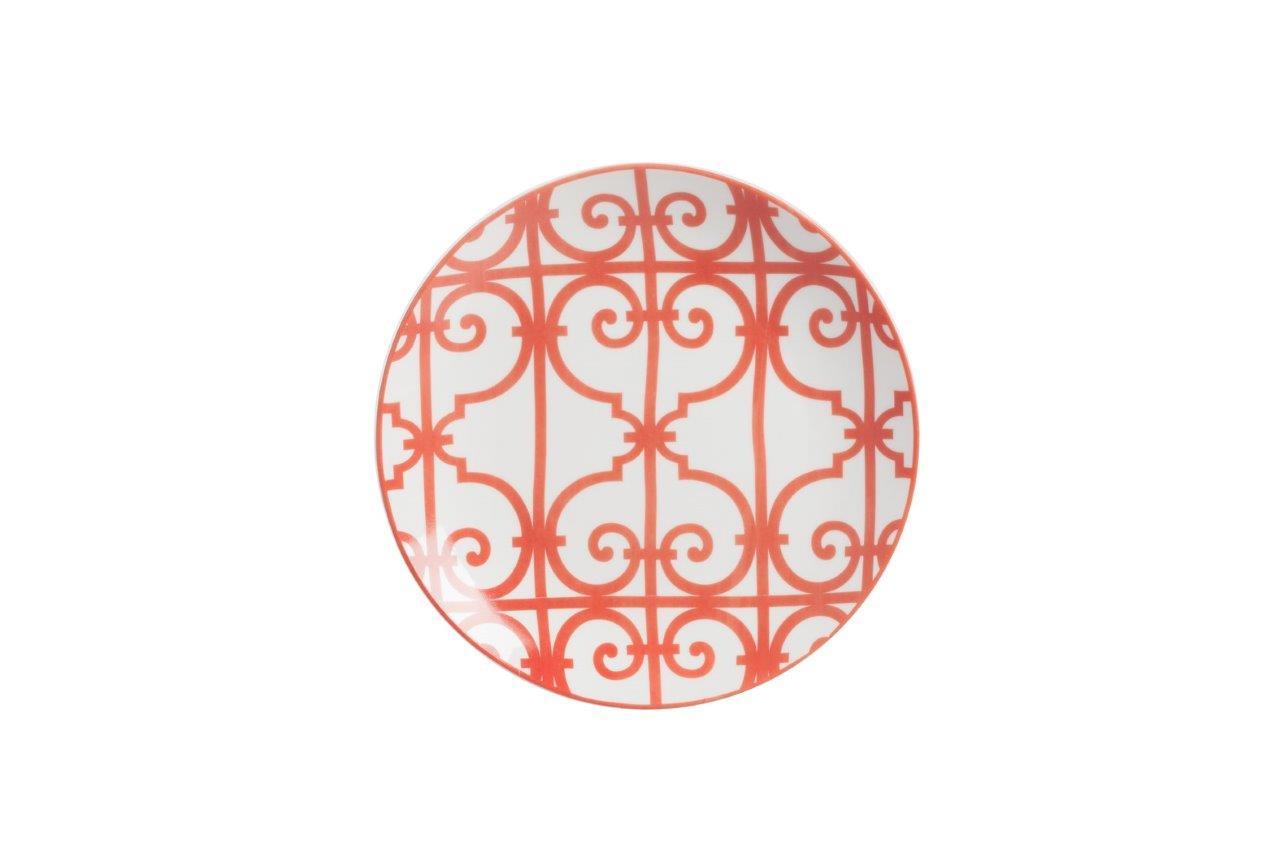 Тарелка SkarlettiТарелки<br>Выполненная из грубой керамики тарелка Skarletti диаметром 19 см расписана оригинальным красным орнаментом в сочетании геометрического рисунка и завитка на белом фоне, благодаря этому изделие будет гармонично смотреться на праздничном столе. Тарелку можно приобрести отдельно или в дополнение к другим предметам коллекции.<br><br>Material: Фарфор<br>Height см: 1,3<br>Diameter см: 19