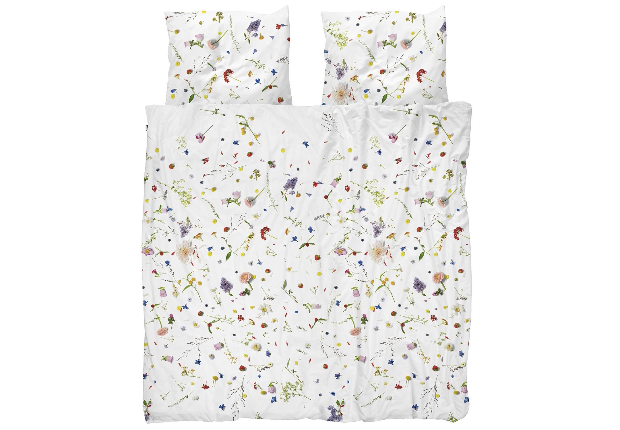 Комплект постельного белья Цветочные поляДвуспальные комплекты постельного белья<br>Существует бесчисленное множество комплектов постельного белья с цветочным принтом, но они никогда не были по-настоящему летними и такими реалистичными. Все эти полевые цветы и травы будто разбросаны по одеялу. Но от них не начнется аллергия на пыльцу.&amp;amp;nbsp;&amp;lt;div&amp;gt;&amp;lt;br&amp;gt;&amp;lt;/div&amp;gt;&amp;lt;div&amp;gt;Материал: 100% хлопок ПЕРКАЛЬ (плотность ткани 214г/м2).&amp;amp;nbsp;&amp;lt;div&amp;gt;&amp;lt;span style=&amp;quot;line-height: 1.78571;&amp;quot;&amp;gt;В комплект входит:&amp;amp;nbsp;&amp;lt;/span&amp;gt;&amp;lt;span style=&amp;quot;line-height: 1.78571;&amp;quot;&amp;gt;пододеяльник 200х220см - 1 шт,&amp;amp;nbsp;&amp;lt;/span&amp;gt;&amp;lt;span style=&amp;quot;line-height: 1.78571;&amp;quot;&amp;gt;наволочка 50х70см - 2 шт.&amp;lt;/span&amp;gt;&amp;lt;br&amp;gt;&amp;lt;/div&amp;gt;&amp;lt;/div&amp;gt;<br><br>Material: Хлопок<br>Ширина см: 200.0<br>Глубина см: 220.0