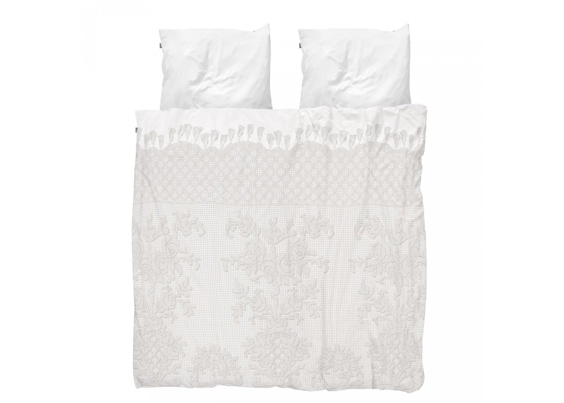Комплект постельного белья Венецианское кружевоДвуспальные комплекты постельного белья<br>Это винтажное кружево ручной работы послужило свадебным подарком молодой итальянской семье в 1900 году. Теперь и вы сможете наслаждаться этой тончайшей материей, пока будильник не разлучит вас.&amp;amp;nbsp;&amp;lt;div&amp;gt;&amp;lt;br&amp;gt;&amp;lt;/div&amp;gt;&amp;lt;div&amp;gt;Материал: 100% хлопок ПЕРКАЛЬ (плотность ткани 214г/м2).&amp;lt;div&amp;gt;&amp;lt;span style=&amp;quot;line-height: 1.78571;&amp;quot;&amp;gt;В комплект входит: пододеяльник 200х220см - 1 шт, наволочка 50х70см - 2 шт.&amp;lt;/span&amp;gt;&amp;lt;br&amp;gt;&amp;lt;/div&amp;gt;&amp;lt;/div&amp;gt;<br><br>Material: Хлопок<br>Ширина см: 200