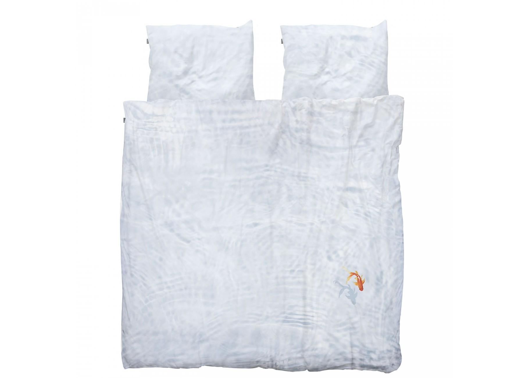 Комплект постельного белья Рыбка БэссиДвуспальные комплекты постельного белья<br>Прямо из пруда на заднем дворе рыбка Бэсси решила переехать на ваше одеяло. Кристальные волны на мягком натуральном хлопке убаюкают любого.&amp;amp;nbsp;&amp;lt;div&amp;gt;&amp;lt;br&amp;gt;&amp;lt;/div&amp;gt;&amp;lt;div&amp;gt;Материал: 100% хлопок ПЕРКАЛЬ (плотность ткани 214г/м2).&amp;lt;div&amp;gt;&amp;lt;span style=&amp;quot;line-height: 1.78571;&amp;quot;&amp;gt;В комплект входит: пододеяльник 200х220см - 1 шт, наволочка 50х70см - 2 шт.&amp;lt;/span&amp;gt;&amp;lt;br&amp;gt;&amp;lt;/div&amp;gt;&amp;lt;/div&amp;gt;<br><br>Material: Хлопок<br>Ширина см: 200