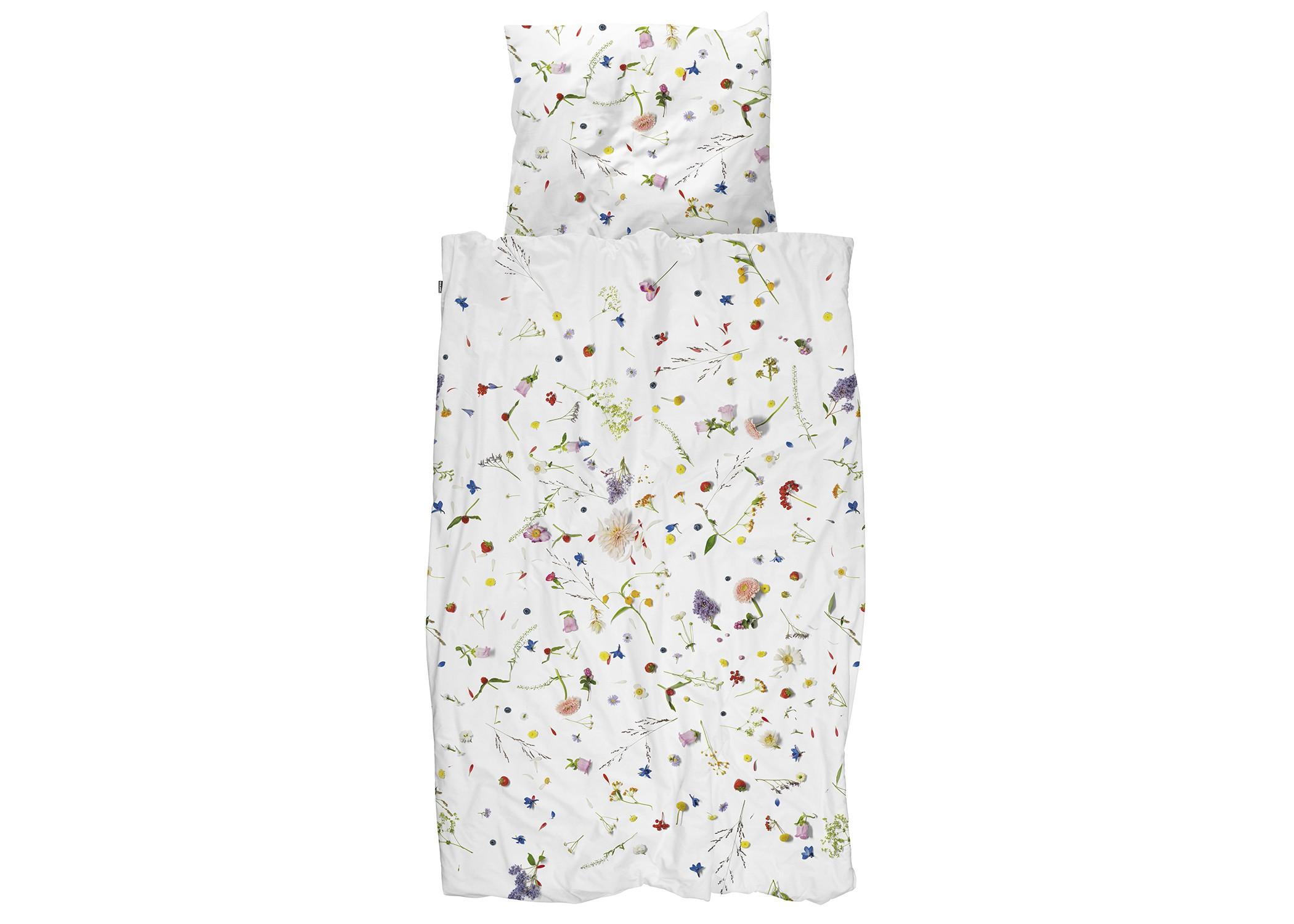 Комплект постельного белья Цветочные поляПолутороспальные комлпекты постельного белья<br>Существует бесчисленное множество комплектов постельного белья с цветочным принтом, но они никогда не были по-настоящему летними и такими реалистичными. Все эти полевые цветы и травы будто разбросаны по одеялу. Но от них не начнется аллергия на пыльцу.&amp;amp;nbsp;&amp;lt;div&amp;gt;&amp;lt;br&amp;gt;&amp;lt;/div&amp;gt;&amp;lt;div&amp;gt;Материал: 100% хлопок ПЕРКАЛЬ (плотность ткани 214г/м2).&amp;lt;div&amp;gt;&amp;lt;span style=&amp;quot;line-height: 1.78571;&amp;quot;&amp;gt;В комплект входит: пододеяльник 150х200см - 1 шт, наволочка 50х70см - 1 шт.&amp;lt;/span&amp;gt;&amp;lt;br&amp;gt;&amp;lt;/div&amp;gt;&amp;lt;/div&amp;gt;<br><br>Material: Хлопок<br>Ширина см: 150.0<br>Глубина см: 200.0