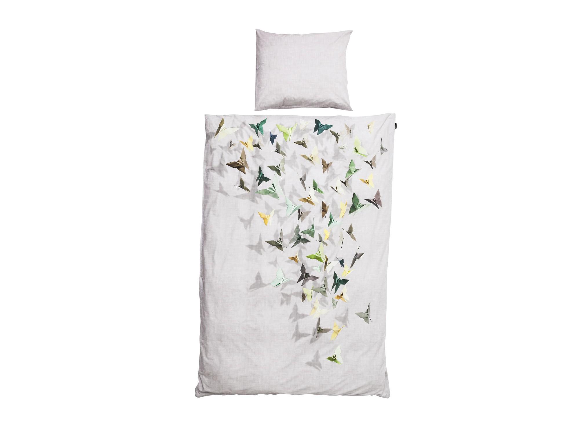 Комплект постельного белья БабочкиПолутороспальные комлпекты постельного белья<br>Представьте себе открытое в спальне окно в летний вечер-вечерний бриз приносит прохладу, а иногда может преподнести красивый сюрприз. Легкие крылья этих красивых созданий украсят любую спальню. Мы запечатлели прекрасных бабочек из оригами на фотопленку, что бы вы всегда могли наслаждаться летним настроением.&amp;amp;nbsp;&amp;lt;div&amp;gt;&amp;lt;br&amp;gt;&amp;lt;/div&amp;gt;&amp;lt;div&amp;gt;Материал: 100% хлопок ПЕРКАЛЬ (плотность ткани 214г/м2).&amp;amp;nbsp;&amp;lt;div&amp;gt;&amp;lt;span style=&amp;quot;line-height: 1.78571;&amp;quot;&amp;gt;В комплект входит: пододеяльник 150х200 см - 1 шт, наволочка 50х70 см - 1 шт.&amp;lt;/span&amp;gt;&amp;lt;br&amp;gt;&amp;lt;/div&amp;gt;&amp;lt;/div&amp;gt;<br><br>Material: Хлопок<br>Ширина см: 150<br>Глубина см: 200