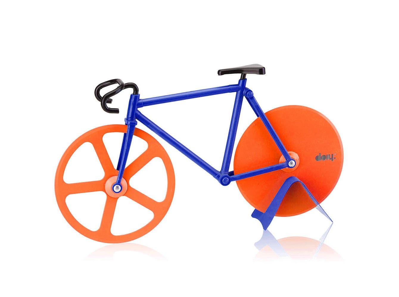 Нож для пиццы FixieНожи<br>Велосипеды становятся всё популярнее и их всё чаще можно встретить вокруг. В том числе и в вашей пицце! Забавный нож с двойными лезвиями на месте колес поможет отрезать ровные куски, которые легко отделятся друг от друга. Так что теперь можете намекать друзьям &amp;quot;Пойдем кататься на велосипеде&amp;quot;, имея ввиду, конечно же, вечер с поеданием вкусной пиццы. Ммм!<br><br>Material: Металл