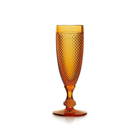 БокалБокалы<br>Фабрика VISTA ALEGRE с 1824 года изготавливает изделия из цветного стекла , смешивая песок и натуральные пигменты. Стеклянные изделия создают ручным способом путем заливания в пресс-формы жидкого стекла. Уникальные цвета и узоры на изделиях позволяют использовать их в любых интерьерных стилях, будь то Шебби шик, арт деко, богемный шик, винтаж или современный стиль.<br><br>Material: Стекло