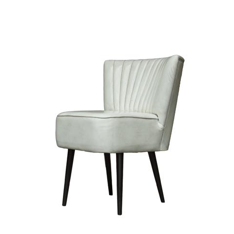 Стул МайкОбеденные стулья<br>Выработанный фирменный стиль коллекций сегодня узнаваем во всем мире. Команда дизайнеров активно ищет вдохновение из различных источников по всему миру - музеев, на антикварных аукционах и в антикварных лавках. Стиль EICHHOLTZ – это фьюжн разнообразие впечатлений и идей в единой коллекции.&amp;lt;div&amp;gt;&amp;lt;br&amp;gt;&amp;lt;/div&amp;gt;&amp;lt;div&amp;gt;Материалы: каркас из массива дуба, обивка из натуральной кожи&amp;lt;/div&amp;gt;<br><br>Material: Кожа<br>Width см: 78<br>Depth см: 61<br>Height см: 67