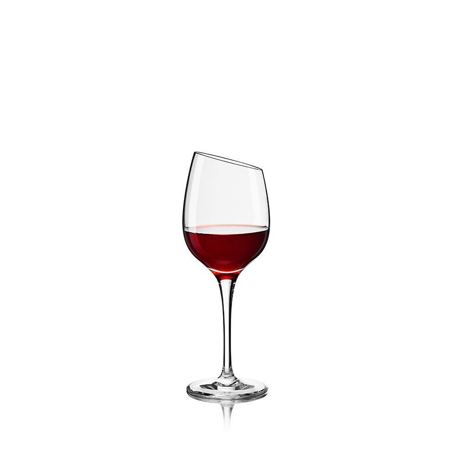 Бокал Port wineБокалы<br>Бокал выполнен из высококачественного дутого стекла без каких-либо примесей, что положительно сказывается на передаче вкуса напитка, которым наполнен данный бокал. Экстравагантная форма фужера не оставит равнодушным любителей четких и акцентированных форм. Изделия имеют длинную филигранную ножку, на которой расположен бокал с характерным сужением. Ручная работа.<br><br>Material: Стекло<br>Height см: 16,5<br>Diameter см: 6,5