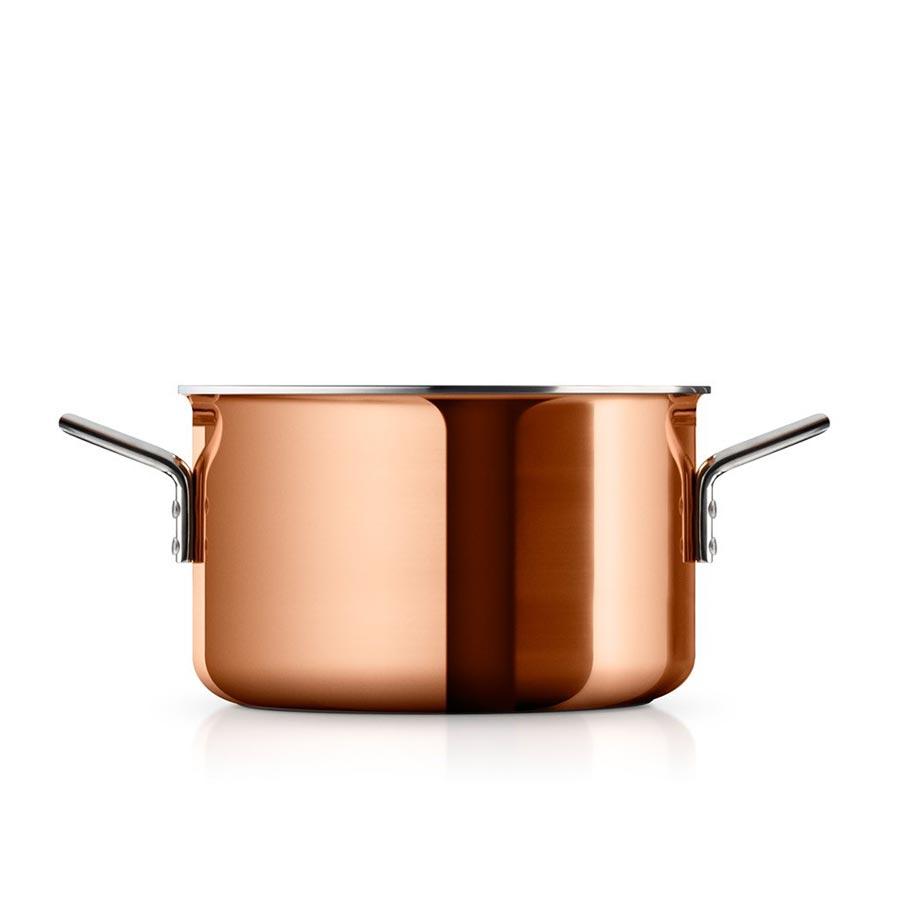 Кастрюля медная CopperКастрюли и ковши<br>Сковороды и кастрюли из меди необходимы на каждой кухне – с одной стороны, потому что медь является уникальным материалом для готовки и жарки, с другой, потому что такая посуда предоставляет полный контроль за процессом готовки, так как быстро реагирует на смену температуры, что очень важно при приготовлении соусов и других сложных блюд.<br>Вся посуда для готовки имеет практичный носик, что ещё больше облегчает готовку. Подходит для всех типов плит.&amp;lt;div&amp;gt;&amp;lt;br&amp;gt;&amp;lt;/div&amp;gt;&amp;lt;div&amp;gt;Объем: 3,9л&amp;lt;/div&amp;gt;<br><br>Material: Металл