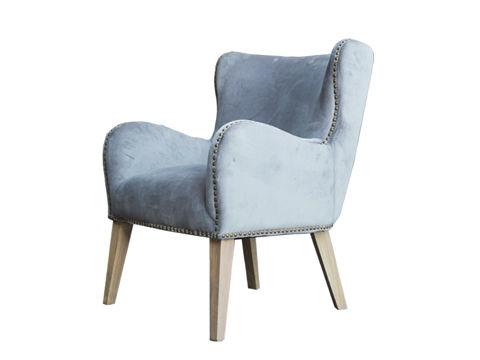 Кресло ЛориИнтерьерные кресла<br>ROOMERS – это особенная коллекция, воплощение всего самого лучшего, модного и новаторского в мире дизайнерской мебели, предметов декора и стильных аксессуаров. Интерьерные решения от ROOMERS – всегда актуальны, более того, они - на острие моды. Коллекции ROOMERS тщательно отбираются и обновляются дважды в год специально для вас.<br><br>Material: Вельвет<br>Width см: 68<br>Depth см: 78<br>Height см: 90