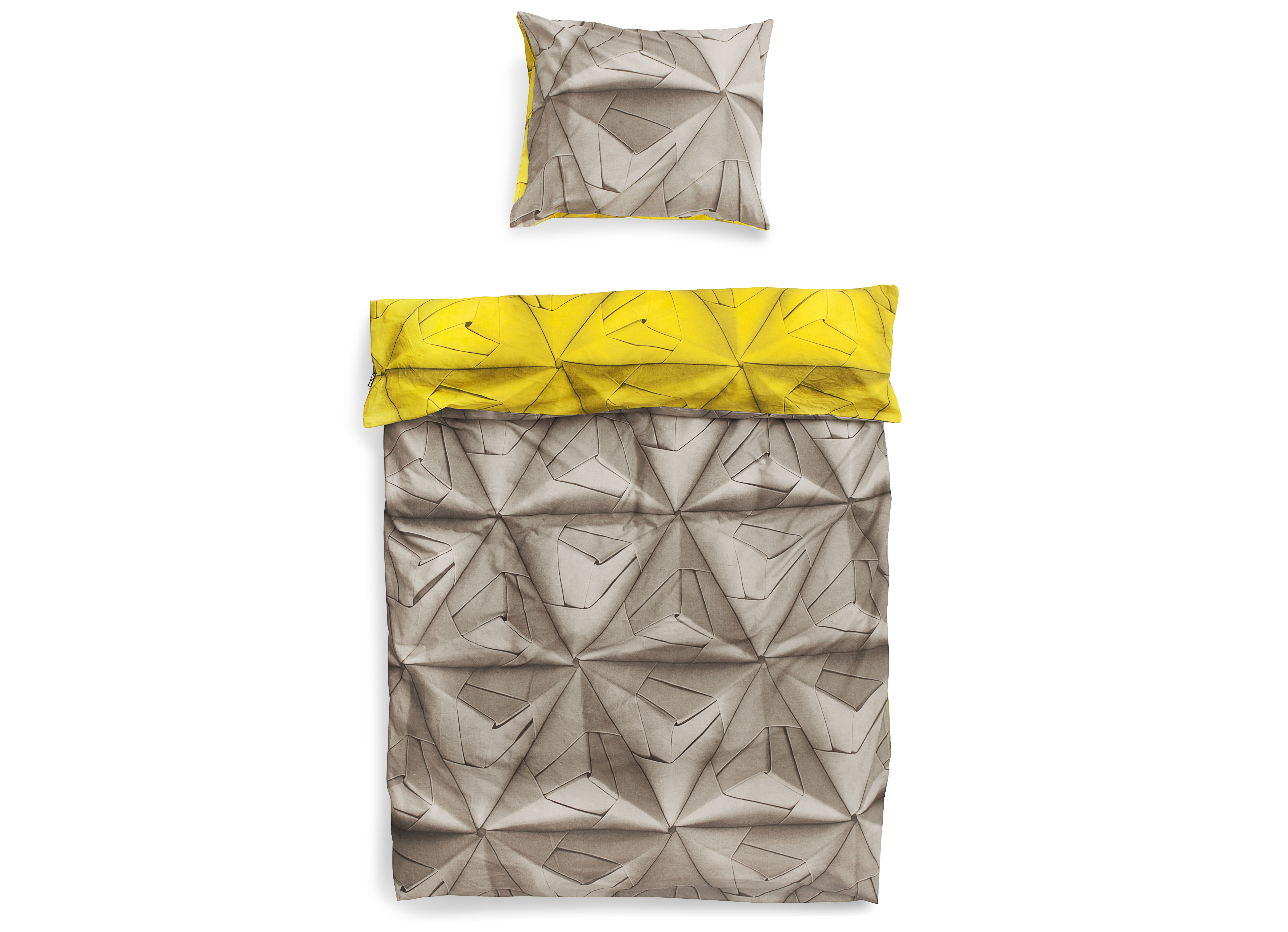 Комплект постельного белья Оригами желтыйПолутороспальные комлпекты постельного белья<br>Мы обновили наш известный принт Geogami. Раньше он был пестрым, а теперь в нем сочетаются два контрастных цвета. На одной стороне-нейтральный серый цвет, а на другой-остромодный! Комплект существует в горчичном, васильковом и коралловом оттенках.&amp;amp;nbsp;&amp;lt;div&amp;gt;&amp;lt;br&amp;gt;&amp;lt;/div&amp;gt;&amp;lt;div&amp;gt;Материал: 100% хлопок ПЕРКАЛЬ (плотность ткани 214г/м2).&amp;amp;nbsp;&amp;lt;/div&amp;gt;&amp;lt;div&amp;gt;В комплект входит: пододеяльник 150х200 см - 1 шт, наволочка 50х70 см - 1 шт.&amp;lt;/div&amp;gt;<br><br>Material: Хлопок<br>Ширина см: 150<br>Глубина см: 200