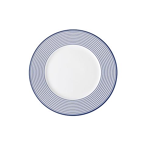 Тарелка десертнаяТарелки<br>MIKASA по праву считается одним из мировых лидеров по производству столовой посуды из фарфора и керамики. На протяжении более полувека категории качества и дизайна являются неотъемлемой частью бренда. Сегодня MIKASA сотрудничает со многими известными дизайнерами, работающими для лучших фабрик мира, и использует самые передовые технологии в производстве посуды. Все продукты бренда безупречны с точки зрения дизайна и исполнения<br><br>Material: Керамика<br>Diameter см: 21