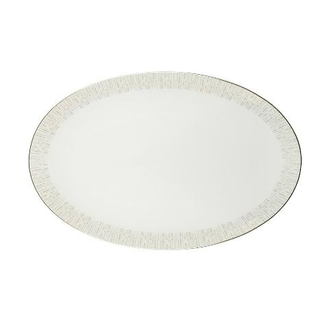 Блюдо овальноеДекоративные блюда<br>MIKASA по праву считается одним из мировых лидеров по производству столовой посуды из фарфора и керамики. На протяжении более полувека категории качества и дизайна являются неотъемлемой частью бренда MIKASA. Сегодня MIKASA сотрудничает со многими известными дизайнерами, работающими для лучших фабрик мира, и использует самые передовые технологии в производстве посуды. Все продукты бренда  MIKASA безупречны с точки зрения дизайна и исполнения. Благодаря огромному стилистическому разнообразию каждый может выбрать для себя подходящую коллекцию. Несмотря на впечатляющее число конкурентов в области производства столовой посуды, компания MIKASA уже много лет находится в верхних строках списков лидеров мирового масштаба. Изготовленная под именем марки посуда представляет собой безукоризненное совершенство дизайна, сочетаемое с безупречным качеством.<br><br>Material: Фарфор<br>Diameter см: 40