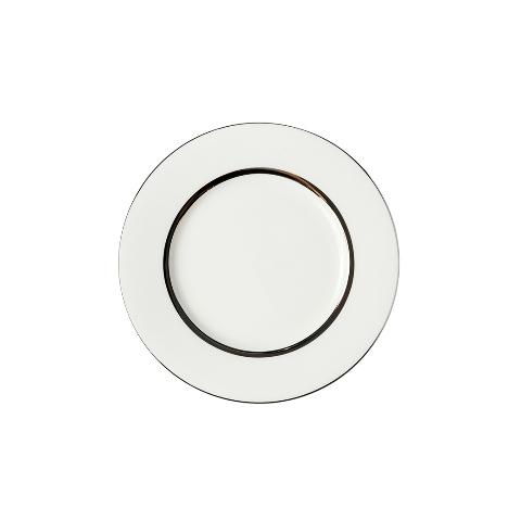 Тарелка десертнаяТарелки<br>MIKASA по праву считается одним из мировых лидеров по производству столовой посуды из фарфора и керамики. На протяжении более полувека категории качества и дизайна являются неотъемлемой частью бренда MIKASA. Сегодня MIKASA сотрудничает со многими известными дизайнерами, работающими для лучших фабрик мира, и использует самые передовые технологии в производстве посуды. Все продукты бренда  MIKASA безупречны с точки зрения дизайна и исполнения. Благодаря огромному стилистическому разнообразию каждый может выбрать для себя подходящую коллекцию. Несмотря на впечатляющее число конкурентов в области производства столовой посуды, компания MIKASA уже много лет находится в верхних строках списков лидеров мирового масштаба. Изготовленная под именем марки посуда представляет собой безукоризненное совершенство дизайна, сочетаемое с безупречным качеством.<br><br>Material: Фарфор<br>Diameter см: 21