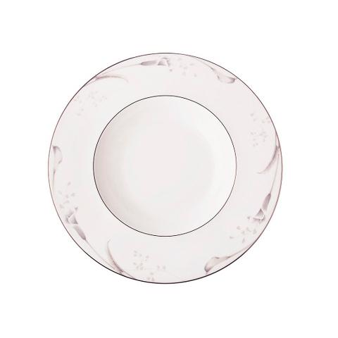 Тарелка суповаяТарелки<br>MIKASA по праву считается одним из мировых лидеров по производству столовой посуды из фарфора и керамики. На протяжении более полувека категории качества и дизайна являются неотъемлемой частью бренда MIKASA. Сегодня MIKASA сотрудничает со многими известными дизайнерами, работающими для лучших фабрик мира, и использует самые передовые технологии в производстве посуды. Все продукты бренда  MIKASA безупречны с точки зрения дизайна и исполнения. Благодаря огромному стилистическому разнообразию каждый может выбрать для себя подходящую коллекцию. Несмотря на впечатляющее число конкурентов в области производства столовой посуды, компания MIKASA уже много лет находится в верхних строках списков лидеров мирового масштаба. Изготовленная под именем марки посуда представляет собой безукоризненное совершенство дизайна, сочетаемое с безупречным качеством.<br><br>Material: Фарфор<br>Diameter см: 24