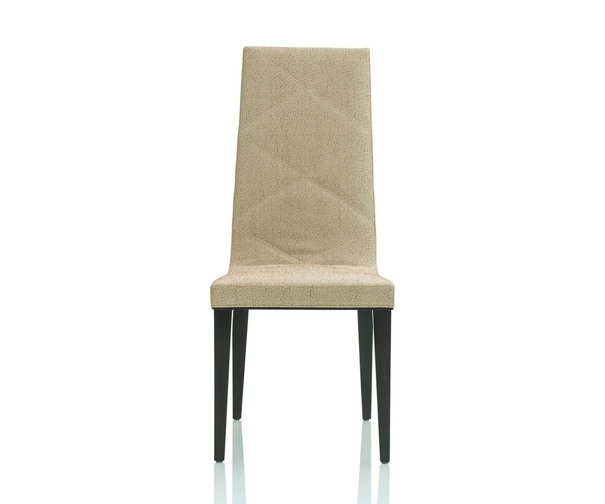Стул Tiffany ChairОбеденные стулья<br>Стул Tiffany Chair на деревянных ножках черного цвета. Стул обтянут тканью песочного цвета. Возможны другие цветовые вариации, а также различные варианты ткани.<br><br>Material: Текстиль<br>Width см: 46<br>Depth см: 54<br>Height см: 106
