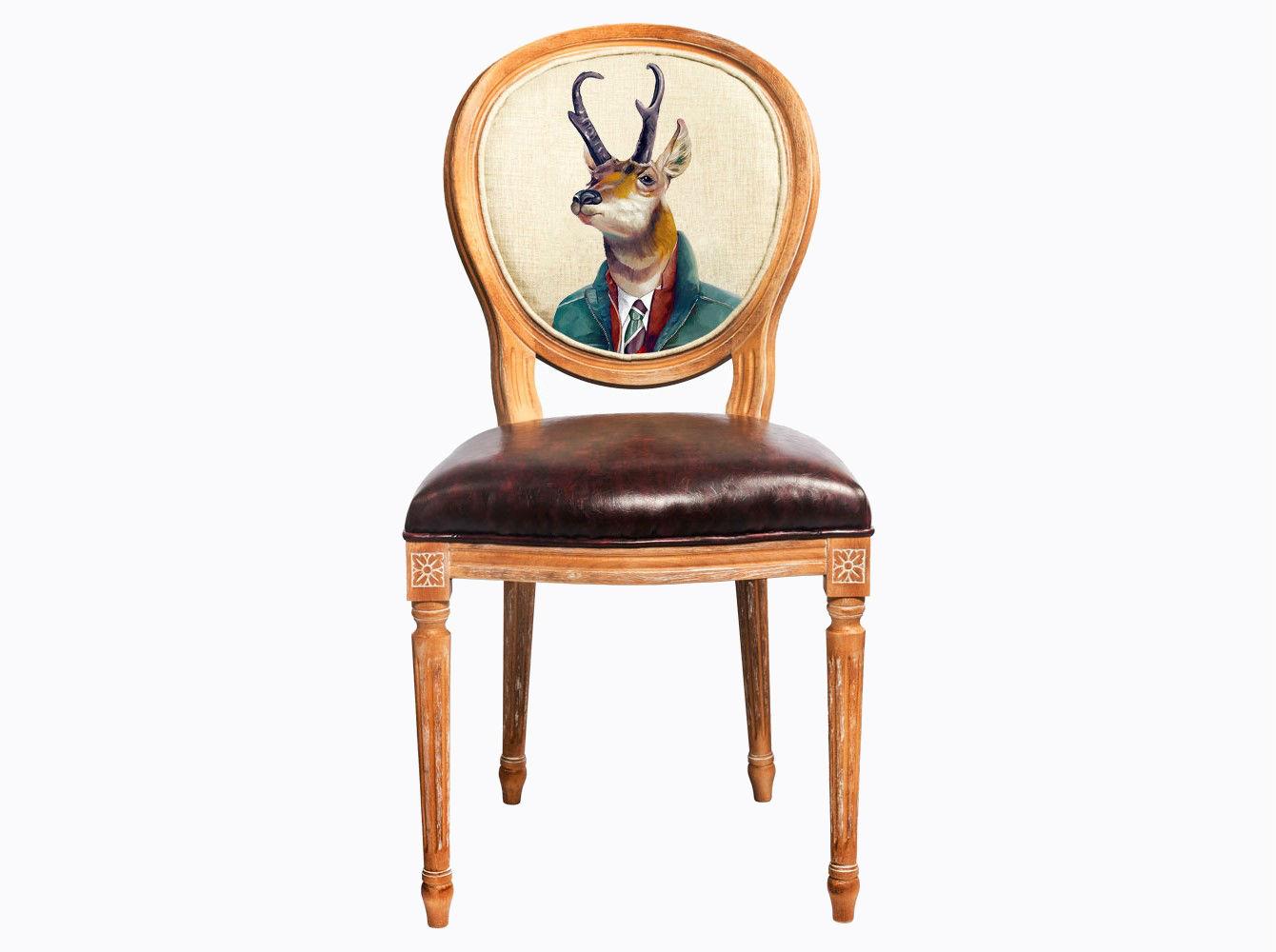 Стул «Мистер Бодо»Обеденные стулья<br>Стул &amp;quot;Мистер Бодо&amp;quot; - фаворит гостиной, столовой, спальни, кабинета, холла и детской комнаты. <br>Корпус стула изготовлен из натурального бука. Среди европейских пород бук считается самым прочным и долговечным материалом. Дизайн создан эффектом экстравагантных сочетаний. Блестящее шоколадное сиденье объединилось со светло-бежевой льняной спинкой, а дворцовый силуэт - с рисунком в жанре современного фэнтези.<br>Приобретая такую модель, можно быть уверенными в её эклектичном единстве с роскошным &amp;quot;ренессансом&amp;quot; и изнеженным &amp;quot;ампиром&amp;quot;, аскетичным &amp;quot;модерном&amp;quot; и салонным &amp;quot;ар-деко&amp;quot;.<br>Благородная фактура натурального дерева вселяют атмосферу тепла, спокойствия и уюта.<br>Стулья с овальными спинками - закон симметричной гармонии окружающего пространства. Овалы идеально рифмуются в интерьере с зеркалами, широкий выбор которых Вы найдете и в нашем каталоге.<br>Мягкость ткани обладает эффектом истинного комфорта.<br>Обивка оснащена тефлоновым покрытием против пятен.<br>Комфортабельность, прочность и долговечность сиденья обеспечены подвеской из эластичных ремней.&amp;amp;nbsp;&amp;lt;div&amp;gt;&amp;lt;br&amp;gt;&amp;lt;/div&amp;gt;&amp;lt;div&amp;gt;&amp;lt;span style=&amp;quot;line-height: 24.9999px;&amp;quot;&amp;gt;Материал обивки: экокожа.&amp;lt;/span&amp;gt;&amp;lt;br&amp;gt;&amp;lt;/div&amp;gt;<br><br>Material: Дерево<br>Width см: 47<br>Depth см: 50<br>Height см: 98