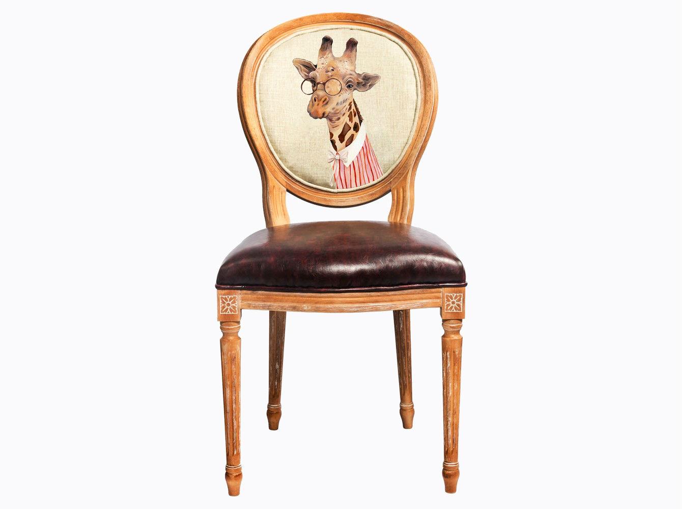 Стул «Мисс Сафари»Обеденные стулья<br>Погружаясь в увлекательный сценарий интерьерного театра, не забывайте о практичности и долговечности Вашей мебели. Корпус стула «Мисс Сафари» изготовлен из натурального бука, древесина которого отличается крепостью и твёрдостью. Обивка спинки оснащена тефлоновым покрытием против пятен. Сиденье, укрепленное подвеской из эластичных ремней, обладает прочностью и истинным комфортом. Стул &amp;quot;Мисс Сафари&amp;quot; - универсальное, но отборное решение гостиной, столовой, спальни, кабинета, холла и детской комнаты.<br>Корпус стула изготовлен из натурального бука. Среди европейских пород бук считается самым прочным и долговечным материалом. В дизайне этого стула резьба играет ведущую роль: стул обильно украшен изящным цветочным узором, желобками и кольцами, выточенными с ювелирной меткостью.<br>Дизайн стула создан эффектом экстравагантных контрастных сочетаний. Блестящее шоколадное сиденье объединилось со светло-бежевой льняной спинкой, а королевский силуэт эпохи Луи-Филиппа - с рисунком в жанре современного фэнтези.<br>Приобретая такую модель, можно быть уверенными в её эклектичном единстве с роскошным &amp;quot;ренессансом&amp;quot; и изнеженным &amp;quot;ампиром&amp;quot;, аскетичным &amp;quot;модерном&amp;quot; и салонным &amp;quot;ар-деко&amp;quot;.&amp;amp;nbsp;&amp;lt;div&amp;gt;&amp;lt;br&amp;gt;&amp;lt;/div&amp;gt;&amp;lt;div&amp;gt;&amp;lt;span style=&amp;quot;line-height: 24.9999px;&amp;quot;&amp;gt;Материал обивки: экокожа.&amp;lt;/span&amp;gt;&amp;lt;br&amp;gt;&amp;lt;/div&amp;gt;<br><br>Material: Дерево<br>Width см: 47<br>Depth см: 50<br>Height см: 98