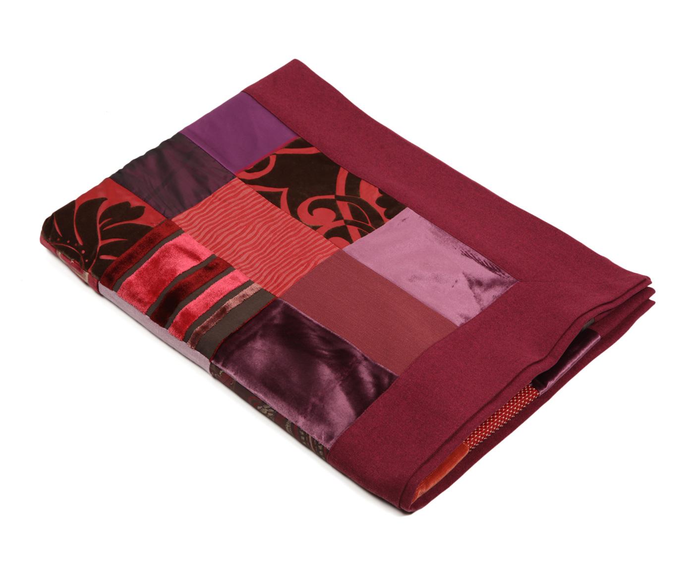Плед МечтаСинтетические пледы<br>Плед выполнен в стиле пэчворк. Используется как саше на кровать.<br><br>Material: Вискоза<br>Length см: 230<br>Width см: 90<br>Height см: None