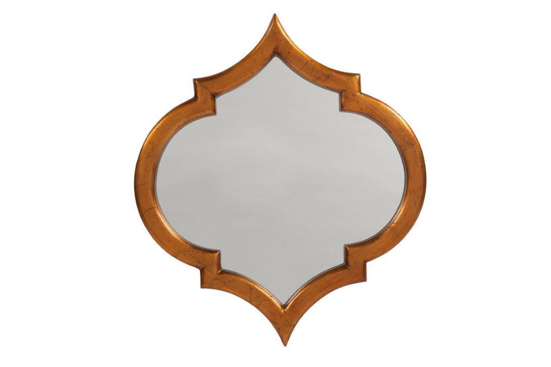 Зеркало MarinniНастенные зеркала<br>Marinni являет собой образец консервативности и благородства. Такой предмет можно было увидеть в старинных усадьбах лордов. Английская сдержанность во всем своем великолепии представлена и в этом образе. Закругленные формы в сочетании с острыми частями создают лаконичный силуэт, в основе которого – строгая симметрия. Золоченая рама из дерева выполнена в технике патинирования, что придает модели аристократичный лоск. &amp;amp;nbsp;<br><br>Material: Дерево<br>Length см: None<br>Width см: 52<br>Depth см: None<br>Height см: 59<br>Diameter см: None