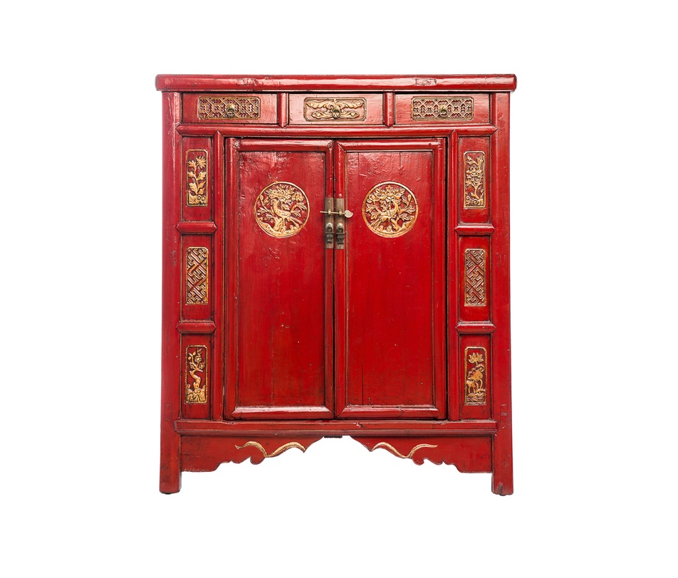 Тумба ГуйИнтерьерные тумбы<br>Этот шкаф китайские мастера делали специально для невест. В нем хранили приданое, свадебные украшения и наряды.<br><br>Материал: тополь, вяз, береза (в зависимости от партии)<br><br>Material: Дерево<br>Ширина см: 100<br>Высота см: 130<br>Глубина см: 45