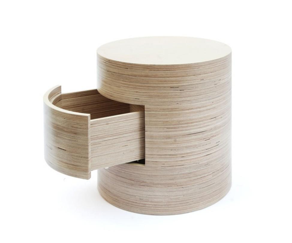 Тумба TubeПрикроватные тумбы, комоды, столики<br>Круглая тумба, убедительно демонстрирующая возможности такого казалось бы простого материала, как фанера. Компактная, как почти все круглые предметы мебели экономящая пространство с удобным выдвижным ящиком. Сделана из березовой фанеры, покрытой водным лаком.<br><br>Срок изготовления: 4-5 недель.<br><br>Material: Фанера<br>Length см: None<br>Width см: None<br>Depth см: None<br>Height см: 46.2<br>Diameter см: 45