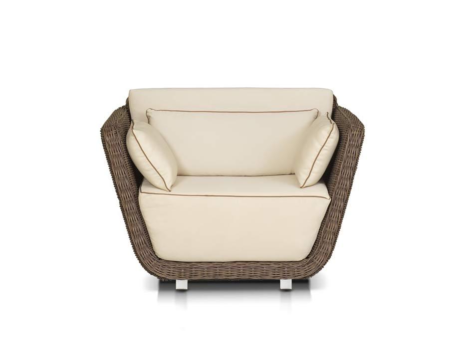 Кресло лаунж-зоны РивьераКресла для улицы<br>Лаунж-зона на 5 персон. 1 трехместный диван, 2 кресла, журнальный столик со стеклянной столешницей толщиной 10 мм.<br><br>Общую стоимость комплекта уточняйте у менеджера.<br><br>Material: Ротанг<br>Length см: 112.0<br>Width см: 92.0<br>Depth см: None<br>Height см: 82.0<br>Diameter см: None