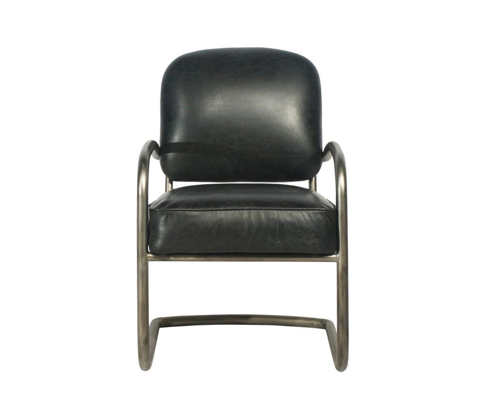 Кресло YorkКожаные кресла<br>&amp;quot;York&amp;quot; доказывает, что винтаж может прекрасно гармонировать с новаторством. Оригинальный силуэт, в котором подлокотники и ножки являются единым целым, дарит креслу современный вид. Состаренные материалы, в свою очередь, вновь возвращают его в эпоху расцвета американской буржуазии. Черная натуральная кожа и потускневший металл задают особое настроение.<br><br>Material: Кожа<br>Width см: 57<br>Depth см: 71<br>Height см: 89