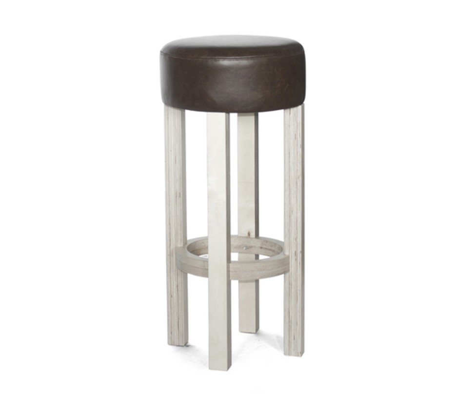 Барный табурет Мuchachos ВarБарные стулья<br>&amp;lt;div&amp;gt;Высокий барный стул на деревянном основании с круглым мягким сиденьем из натуральной кожи, цвет которого вы сможете подобрать на заказ, исходя из контекста интерьера.&amp;lt;/div&amp;gt;&amp;lt;div&amp;gt;&amp;lt;br&amp;gt;&amp;lt;/div&amp;gt;&amp;lt;div&amp;gt;Материал: березовая фанера, колерованый водный лак, поролон, бычья кожа.&amp;lt;/div&amp;gt;&amp;lt;div&amp;gt;Кожа: черная, белая, бежевая, коричневая (old tobaco)&amp;lt;/div&amp;gt;&amp;lt;div&amp;gt;Разные варианты цвета дерева.&amp;lt;/div&amp;gt;&amp;lt;div&amp;gt;Высота: 670/750/800мм&amp;lt;/div&amp;gt;&amp;lt;div&amp;gt;&amp;lt;br&amp;gt;&amp;lt;/div&amp;gt;&amp;lt;div&amp;gt;Срок изготовления: 4-5 недель.&amp;lt;/div&amp;gt;<br><br>Material: Кожа<br>Length см: None<br>Width см: None<br>Depth см: None<br>Height см: 80<br>Diameter см: 37