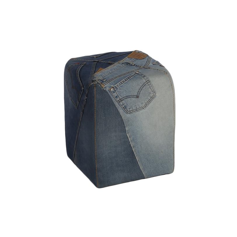 Пуф Stool with logoФорменные пуфы<br>Стильный джинсовый пуф, дизайнерами продуман даже карман на одной из сторон пуфика.<br><br>Material: Джинса<br>Length см: None<br>Width см: 35<br>Depth см: 35<br>Height см: 45