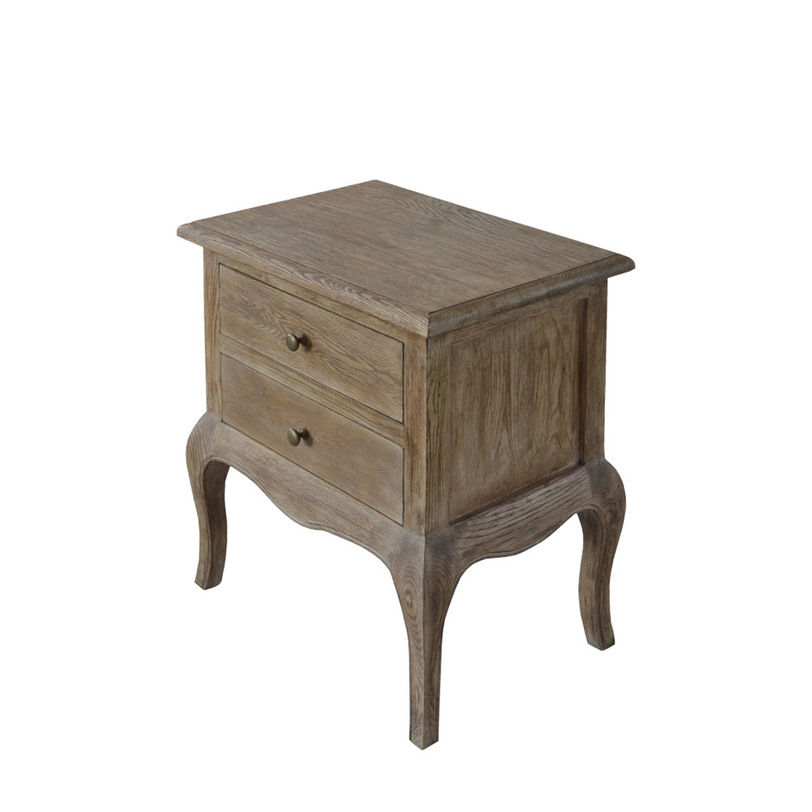 Тумба EDITHПрикроватные тумбы, комоды, столики<br>Прикроватная тумба с двумя выдвижными ящиками на изогнутых ножках изготовлена из благородного дуба. Отсутствие окраски подчеркивает фактуру натурального дерева. Тумба подходит для спальни в стиле прованс и эко-стиля.<br><br>Material: Дуб<br>Width см: 53<br>Depth см: 38<br>Height см: 60