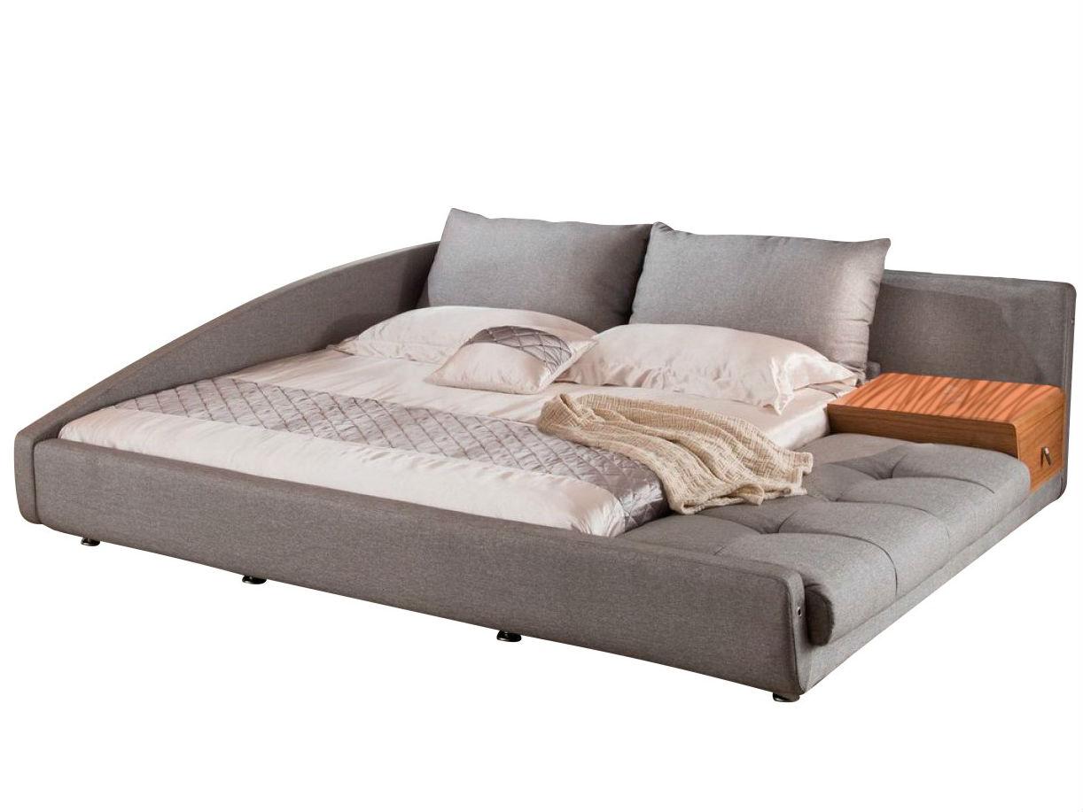 Кровать 1336 (180х200) серыйКровати с мягким изголовьем<br>Кровать выполнена в современном скандинавском стиле. Очень оригинальное решение  дизайнера по объединению  дивана и кровати отлично подойдет для  жителей мегаполиса.<br>Данная кровать может быть использована как с левым, так и с правым углом.<br>Угол можно поменять при сборке кровати. <br>Прикроватная тумбочка входит в комплект.  Тумбочка покрыта натуральным шпоном ценных пород  дерева.&amp;amp;nbsp;&amp;lt;div&amp;gt;&amp;lt;br&amp;gt;&amp;lt;/div&amp;gt;&amp;lt;div&amp;gt;Размер спального места: 180X200 см&amp;lt;/div&amp;gt;<br><br>Material: Текстиль<br>Length см: 236<br>Width см: 253<br>Height см: 74