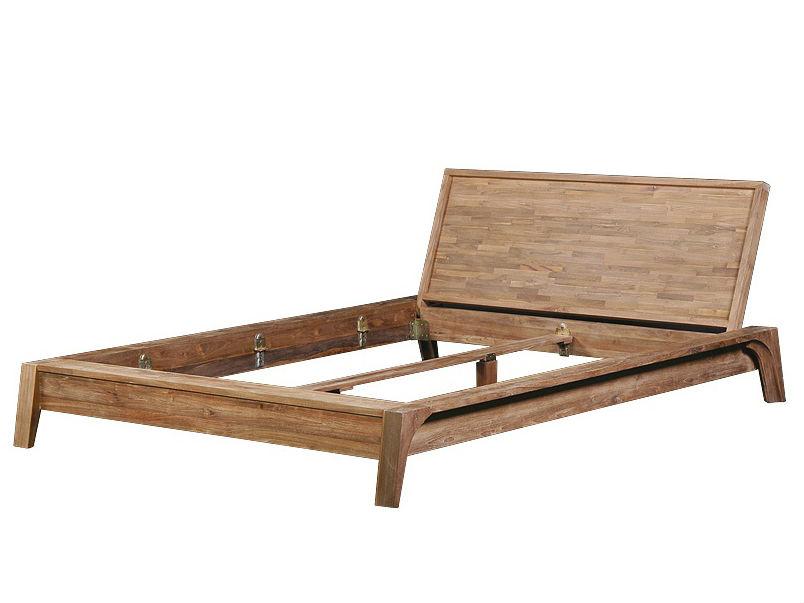 Кровать Trapesium KingДеревянные кровати<br>Каркас кровати вместе с ножками расширяется книзу, и в срезе напоминает пирамиду. Изголовье нижним краем выдвинуто вперед. Внутренняя часть ножек украшена вдавленным завитком. Невероятно стильная и качественная кровать в этническом стиле.<br><br>Material: Тик<br>Length см: None<br>Width см: 240.0<br>Depth см: 202.0<br>Height см: 90.0<br>Diameter см: None