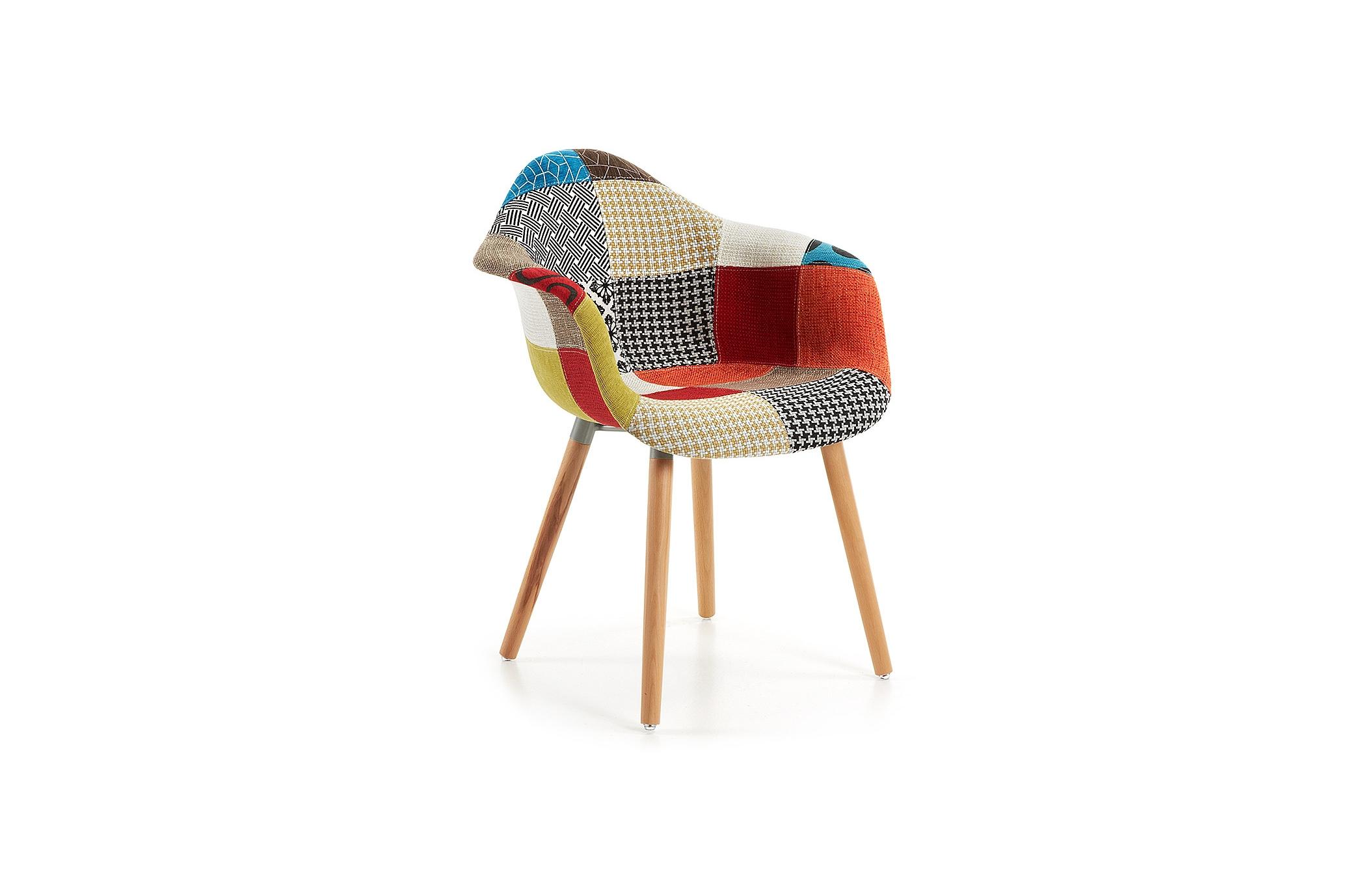 """Кресло KennaПолукресла<br>Кресло для дома Kenna понравится всем, кого воодушевляет техника пэчворк: модель обита яркой лоскутной тканью, которая дарит ощущение домашнего уюта и тепла. Ножки кресла изготовлены из массива бука и отделаны в натуральном цвете этой древесины. Если вы решите купить кресло Kenna, имейте в виду, что комбинация """"лоскутов"""" может незначительно отличаться от той, что вы видите на фото.<br><br>Material: Текстиль<br>Width см: 46<br>Depth см: 42,5<br>Height см: 81"""
