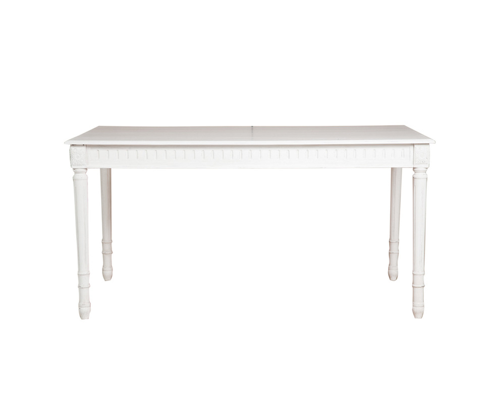 СтолОбеденные столы<br>Обеденный стол в классическом стиле из натурального дерева, декорирован резным орнаментом, что придает всему образу еще более нежный вид. Добавьте в ваш дом изящества и романтики и из него не захочется уходить никогда.<br><br>Material: Красное дерево<br>Length см: 150<br>Width см: 90<br>Depth см: None<br>Height см: 75<br>Diameter см: None